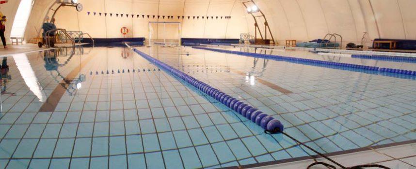 La piscina climatizada de Cuéllar abrirá mañana sus puertas al público con cita previa