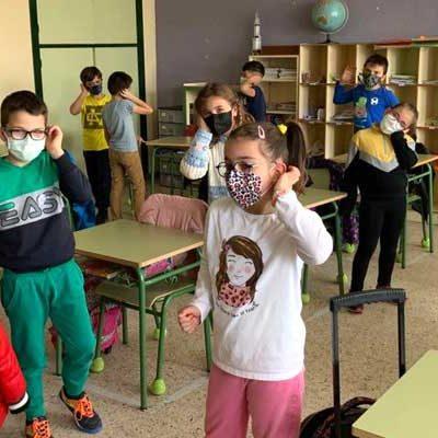 Las risas llenaron las aulas de los colegios San Gil y La Villa con `Supergerminador´