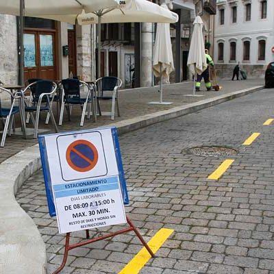 Tráfico pone en marcha una zona de estacionamiento limitado en la plaza Mayor de Cuéllar