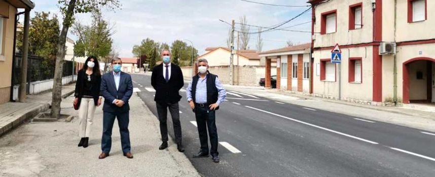 La Junta renueva el firme de la carretera SG-333 en la travesía de Chañe