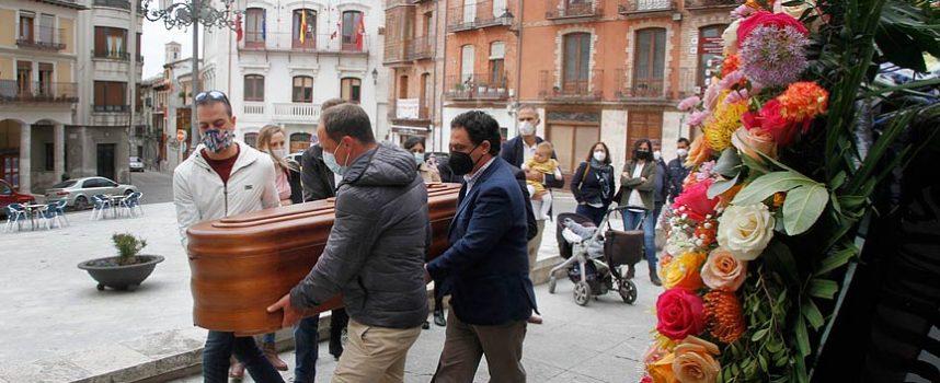 Cuéllar da su último adiós al exalcalde Felipe Suárez