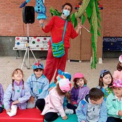 Títeres, cuentos y sonrisas en el colegio San Gil con Teatro Viento Azul