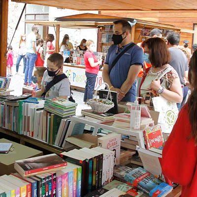 La escritora cuellarana Eva Mayro abre la VIII Feria del Libro con libreros y autores locales