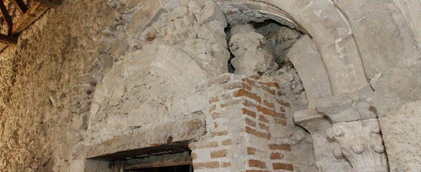 El hallazgo de una portada románica sugiere que la iglesia de La Cuesta podría ser anterior al siglo XIII