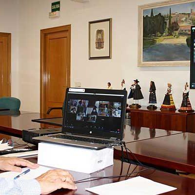 La Junta pide a los ayuntamientos `vigilar e impedir la celebración de actos multitudinarios´