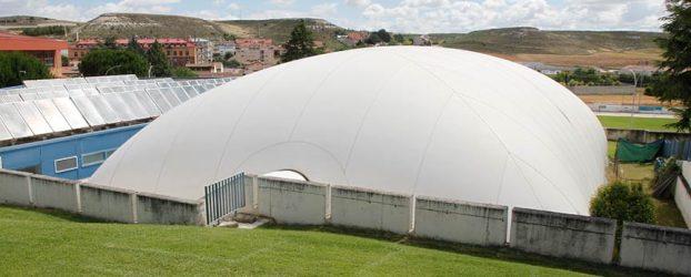 El Ayuntamiento de Cuéllar licita la nueva cubierta de la piscina climatizada