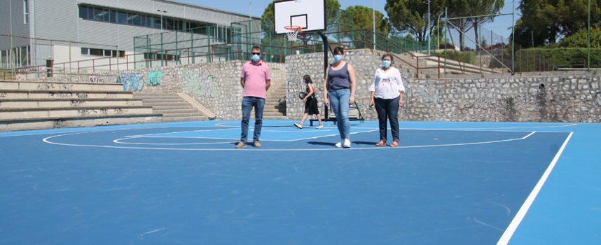 El Ayuntamiento ha invertido 22.800 euros en el acondicionamiento de la pista de baloncesto descubierta