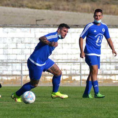 El Cuéllar hace un set al Riazano en el debut (6-0)