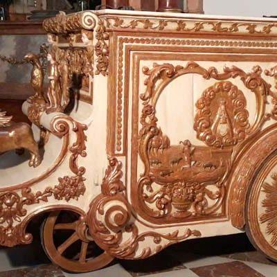 La carroza primitiva de la virgen de El Henar se expone en el Santuario tras su restauración