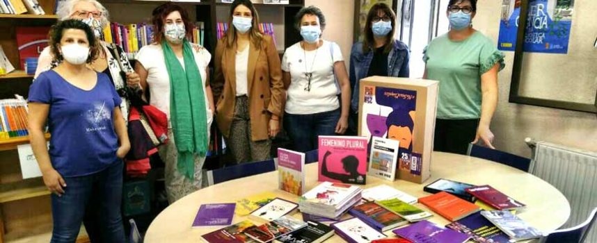 La Secretaría de Mujer e Igualdad de CCOO cede 39 libros al punto violeta de la biblioteca de Cuéllar