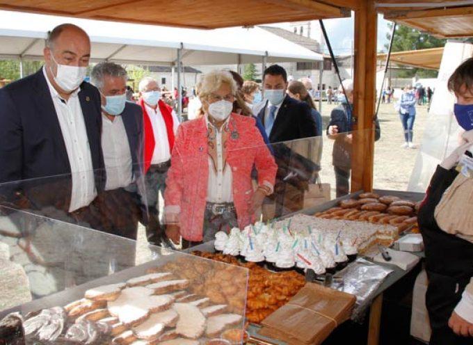 FEMUR congrega en El Henar los productos artesanos de 25 mujeres rurales