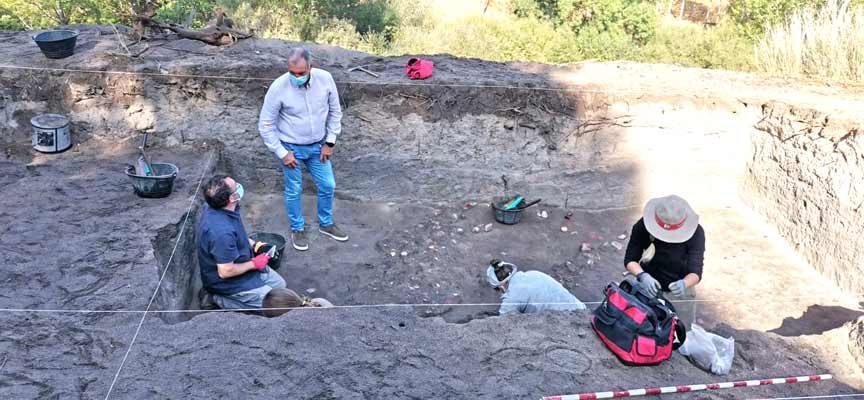 La Junta apoya la investigación arqueológica en el yacimiento de 'La Peña del Moro'