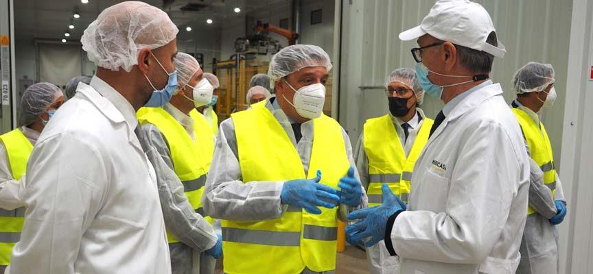 El ministro de Agricultura visita las instalaciones de Huercasa en San Miguel del Arroyo