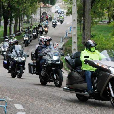 La `Vuelta Mototurística a la provincia de Valladolid´ visita Cuéllar y El Henar