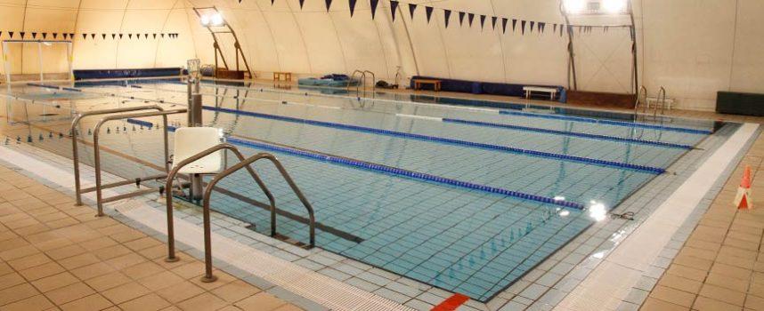 La piscina climatizada de Cuéllar abrirá mañana su puertas al público